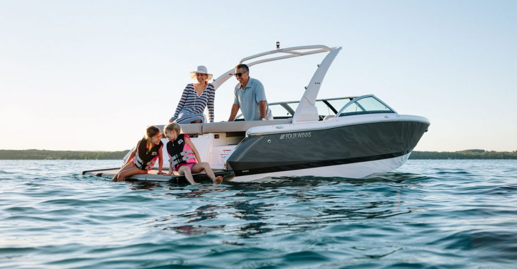 Outboards Vs Sterndrives What S The Best Choice For You Mount Dora Boats